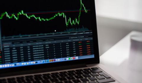 初めての株式投資から上級者まで、経験豊富なアドバイザーがサポート